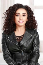 Pearle Maaney from Shorshe Online